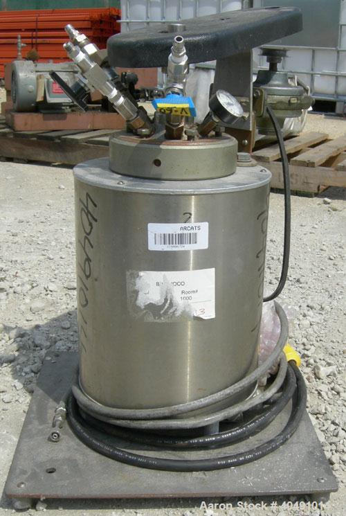 """Used- Parr reactor, 1/2 gallon, 316 stainless steel, vertical. Approximately 4"""" diameter x 10 1/2"""" deep. Flat clamp on top, ..."""