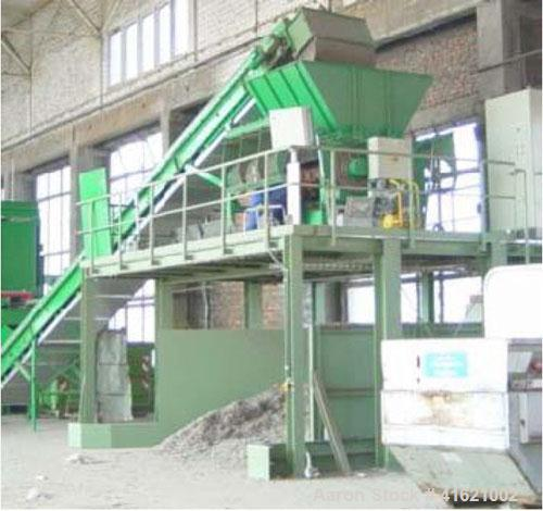 Used-Holzmag PowerCut 724S Shredder, including machine underbody for 10' (3m) height. 176 hp/132 kW drive, capacity 5.5 - 8....