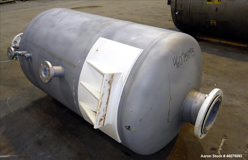 """Used- Tank, 225 Gallon, 304 Stainless Steel, Vertical. Approximate 36"""" diameter"""