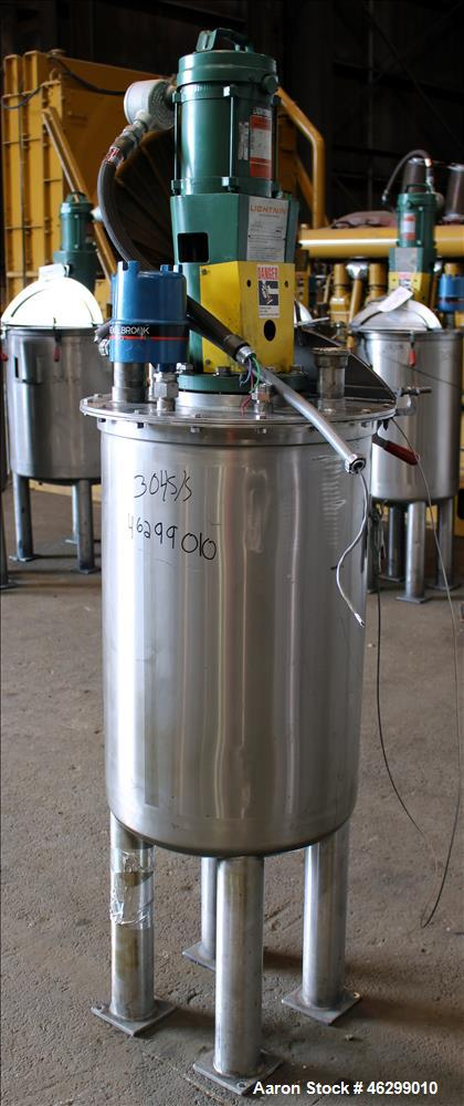 Used- Tank, Approximately 40 Gallons, 304 Stainless Steel, Vertical.