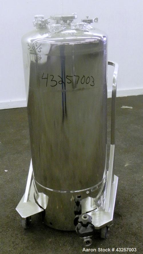 """Used- Alloy Products Pressure Tank, 36.99 Gallon (140 Liter), 316L Stainless Steel, Vertical. 17.74'' Diameter x 29"""" straigh..."""
