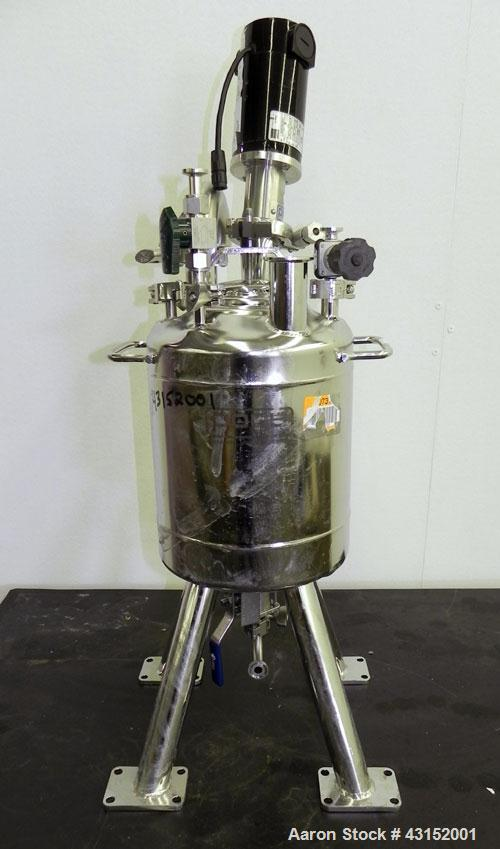 Used- Alloy Products Pressure Tank, 10 Liter (2.64 Gallon), 316L Stainless Steel, Vertical. Approximately 9'' diameter x 9''...