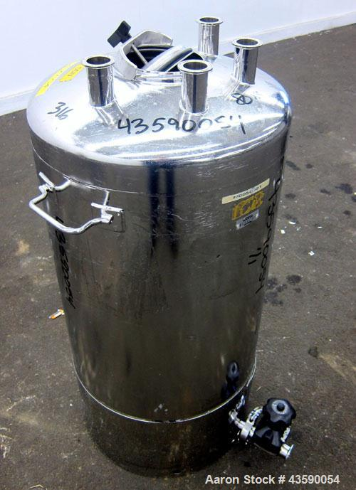 """Used- Alloy Products Pressure Tank, 25 Gallon, 316L Stainless Steel, Vertical. Approximate 18"""" diameter x 24"""" straight side...."""