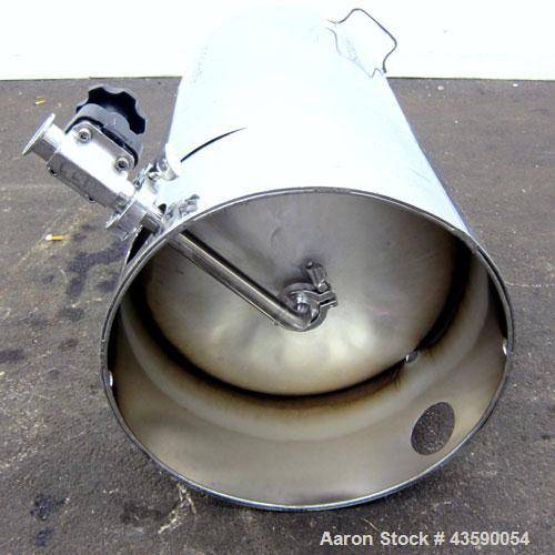"Used- Alloy Products Pressure Tank, 25 Gallon, 316L Stainless Steel, Vertical. Approximate 18"" diameter x 24"" straight side...."