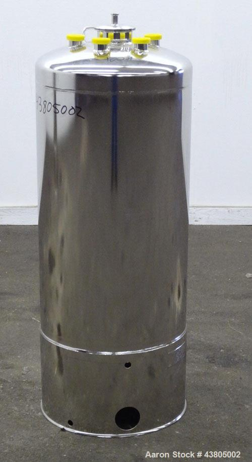 """Used- Alloy Products Pressure Tank, 36.99 Gallon (140 Liter), 316L Stainless Steel, Vertical. 17.74"""" Diameter x 29"""" straight..."""