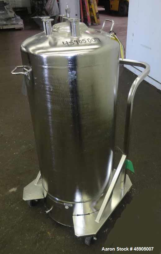 """Used- Alloy Products Pressure Tank, 30 Gallon, 316 Stainless Steel, Vertical. Approximate 18"""" diameter x 29"""" straight side, ..."""