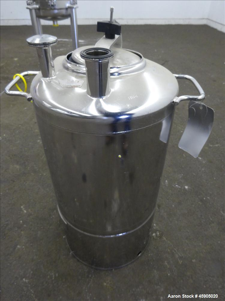 "Used- Alloy Products Pressure Tank, 6 Gallon, 316L Stainless Steel, Vertical. Approximate 12"" diameter x 12"" straight side, ..."
