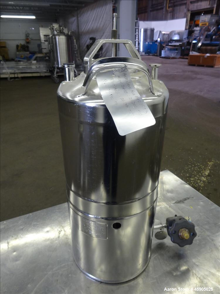 """Used- Alloy Products Pressure Tank, 2 Gallon, 316 Stainless Steel, Vertical. Approximate 9"""" diameter x 8"""" straight side, dis..."""