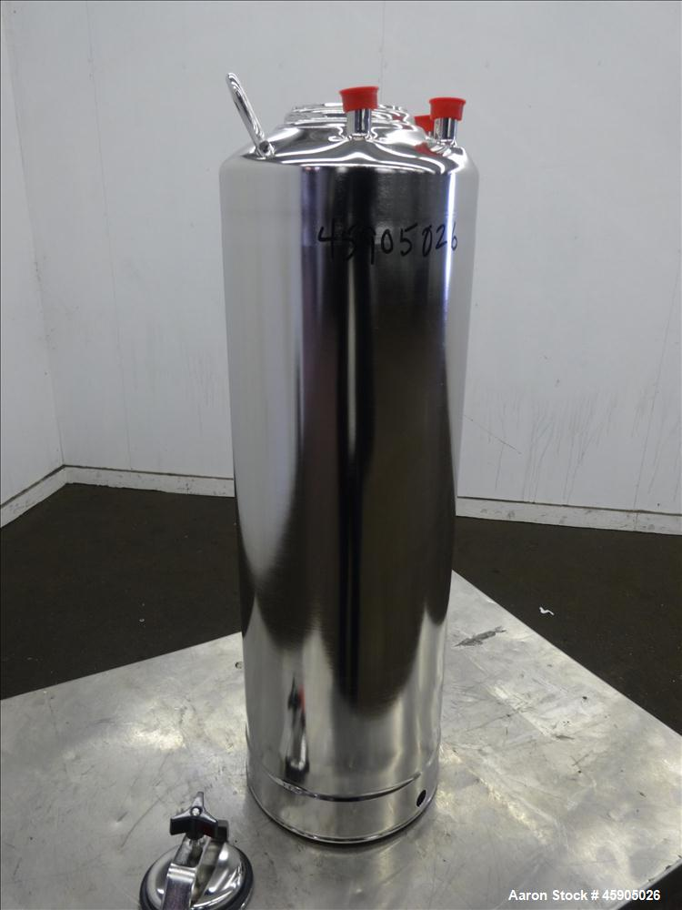 """Unused- Alloy Products Pressure Tank, 6 Gallon, 316L Stainless Steel, Vertical. Approximately 9"""" diameter x 22"""" straight sid..."""
