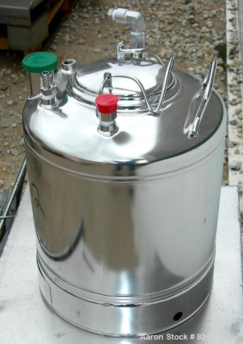 "USED: Alloy Products pharmaceutical-hygienic portable pressure tank, 6 gallons, 304 stainless steel, vertical. 12"" diameter ..."