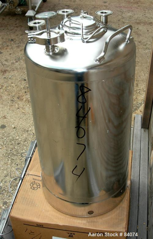 "USED: Alloy Products pressure tank, 8 gallon, 316 stainless steel, vertical. 12"" diameter x 18"" straight side. Dished top an..."
