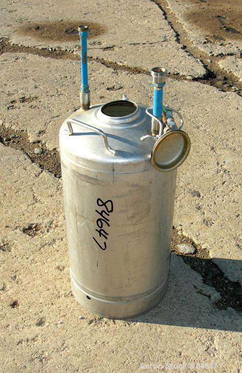 "USED: Alloy Products pressure tank, 8 gallon, 304 stainless steel, vertical. 12"" diameter x 18"" straight side. Dished top an..."