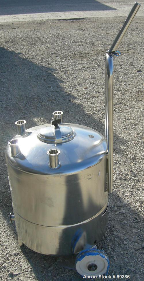 "USED: Alloy Products pressure tank, 13 gallon, 316 stainless steel, vertical. 18"" diameter x 10"" straight side. Dished top a..."