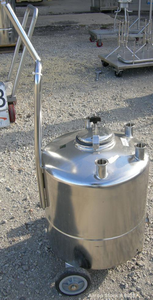 """USED: Alloy Products pressure tank, 13 gallon, 316 stainless steel, vertical. 18"""" diameter x 10"""" straight side. Dished top a..."""