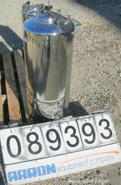 "Used- Alloy Products Pressure Tank, 13 Gallon, 316 Stainless Steel, Vertical. 12"" diameter x 19"" straight side. Dished top a..."