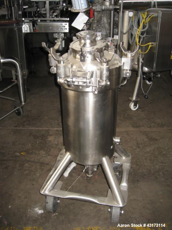 """Used- DCI Pressure Tank, 50 Liter. Stainless steel construction, 13"""" diameter x 21"""" straight side, removable dish top, dish ..."""