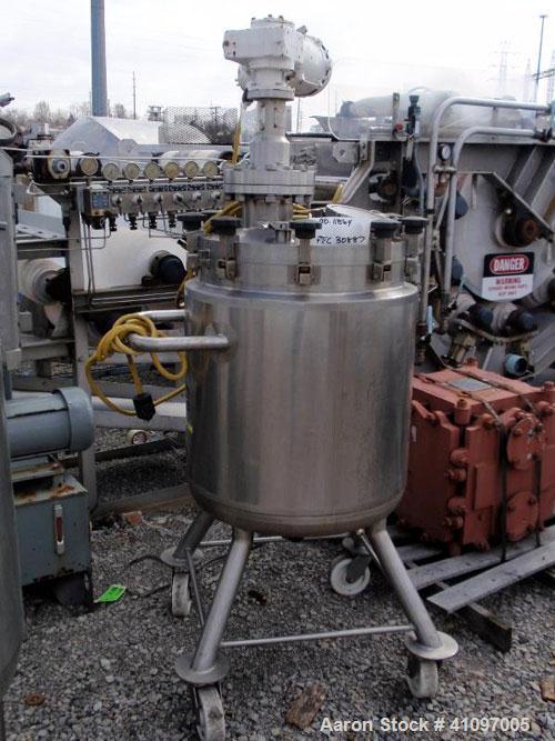 "Used- Feldmeier Pressure Tank, 40 gallon, 316L Stainless Steel, Vertical. 21 3/4"" diameter x 24"" straight side, removable di..."
