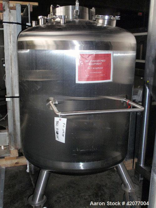 Used- Feldmeier Pressure Tank, 250 Gallon, 316 Stainless Steel, Vertical. 42'' diameter x 36'' straight side, dished top and...