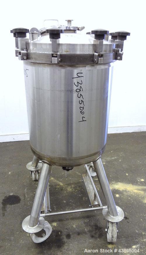 "Used- Feldmeier Pressure Tank, 40 Gallon, 316L Stainless Steel, Vertical. Approximately 22"" diameter x 25"" straight side, sl..."