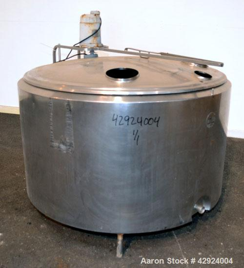 Used- Groen Farm Milk Tank, 275 Gallon, Model RW3-275, 304 Stainless Steel, Vertical. Approximate 53'' diameter x 29'' strai...