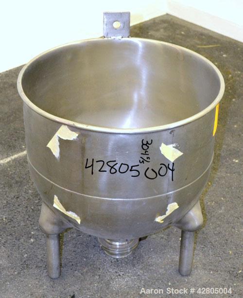 "Used- Groen Tank, 20 Gallon, 304 Stainless Steel, Vertical. 20"" Diameter x 18"" deep. Open top, no cver, hemispherical bottom..."