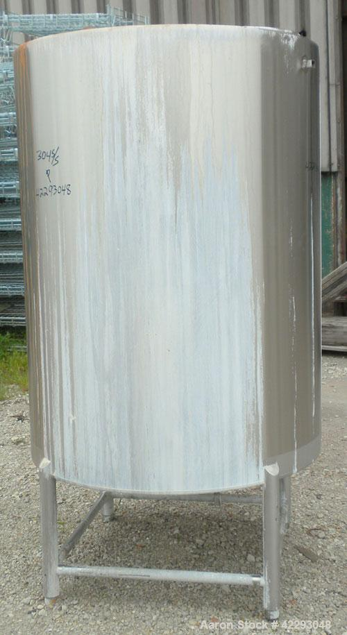 Used- HartelTank,400 Gallon, 304 Stainless Steel, Vertical.45'' Diameter x60'' straight side.Flat top and bottom. Openi...