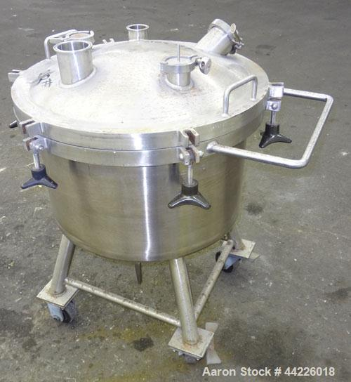 Used- 26.4 Gallon Stainless Steel Lee Industries Pressure Tank, Model 100LDBT