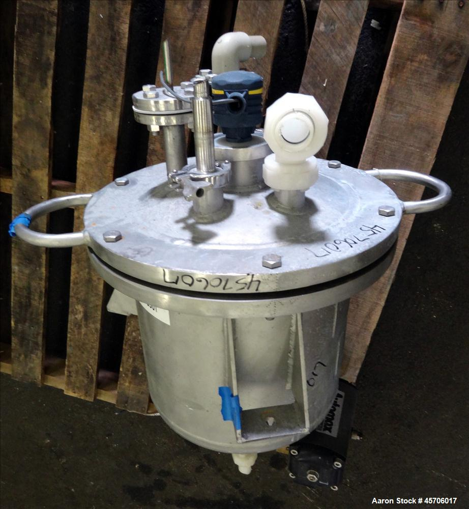 "Used- Lee Industries Pressure Tank, 10 Gallon, Model 10DBT, 316 Stainless Steel, Vertical. 14"" Diameter x 12"" straight side,..."