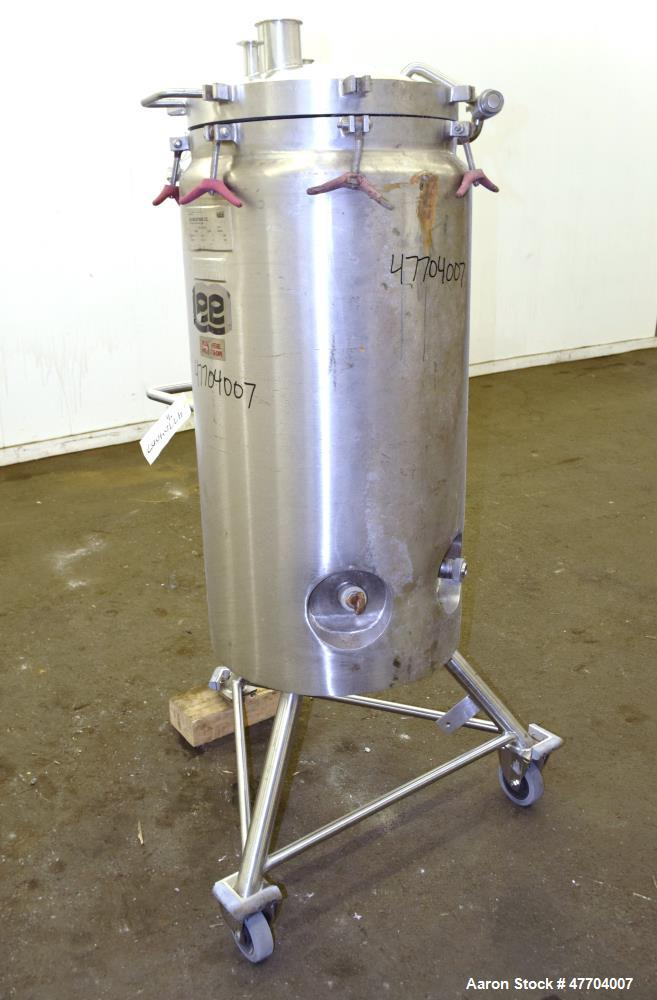 "Used- Lee Industries Pressure Tank, 41 Gallon, Model 41DBT, 316L Stainless Steel, Vertical. 18"" Diameter x 33"" straight side..."