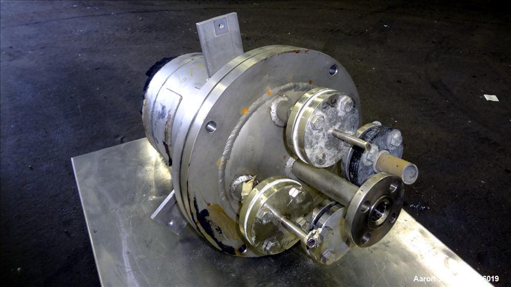 """Used- Lee Industries Pressure Tank, 4 Gallon, Model 4DBT, 316 Stainless Steel, Vertical. 10"""" Diameter x 12"""" straight side, s..."""