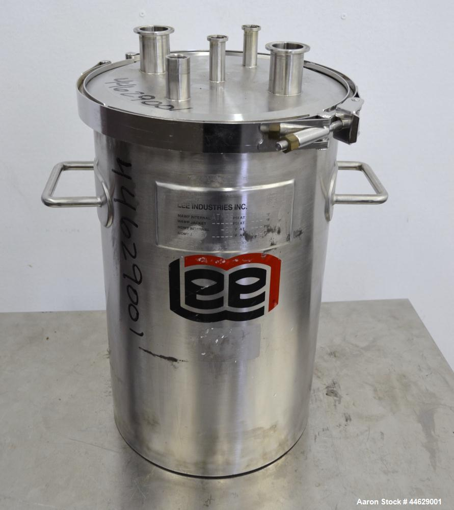Used- 9 Gallon Stainless Steel Lee Industries Tank