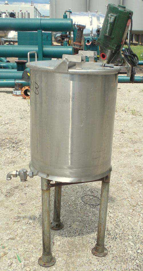 "Used- Tank, 30 Gallon, 304 stainless steel, vertical. 19"" diameter x 23"" straight side, flat top with 1 piece hinged cover, ..."