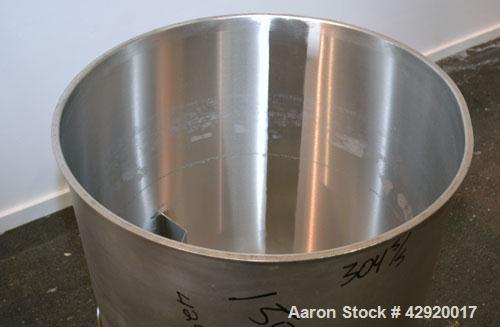 Used- Tank, 110 Gallon, 304 Stainless Steel, Vertical. 30 Diameter x 36 straight side. Flat open top with a 1 piece cover, s...