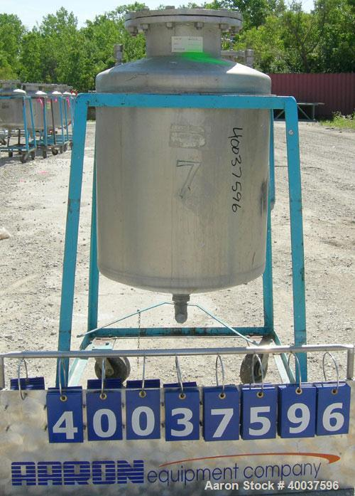 Used- O.G. Kelley Co. Pressure Tank, 55 gallon, 304 stainless steel, vertical. 24'' diameter x 27'' straight side, dished to...
