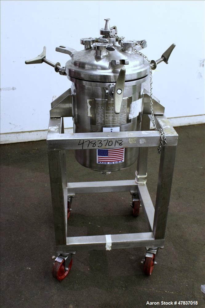 "Used- Precision Stainless Pressure Tank, 25 Liter (6 Gallon), 316L Stainless Steel, Vertical. 12"" Diameter x 16"" straight si..."