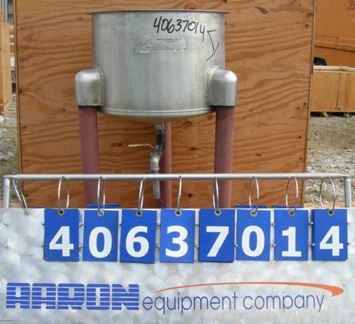 """Used- United UtensilsTank,13 Gallon,model VT-13,304 stainless steel, vertical.18"""" diameter x12 1/2""""straight side, ope..."""