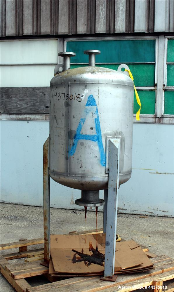 """Used- Wolfe Mechanical And Equipment Pressure Tank, 105 Gallon, 316 Stainless Steel, Vertical. 30"""" diameter x 30"""" straight s..."""