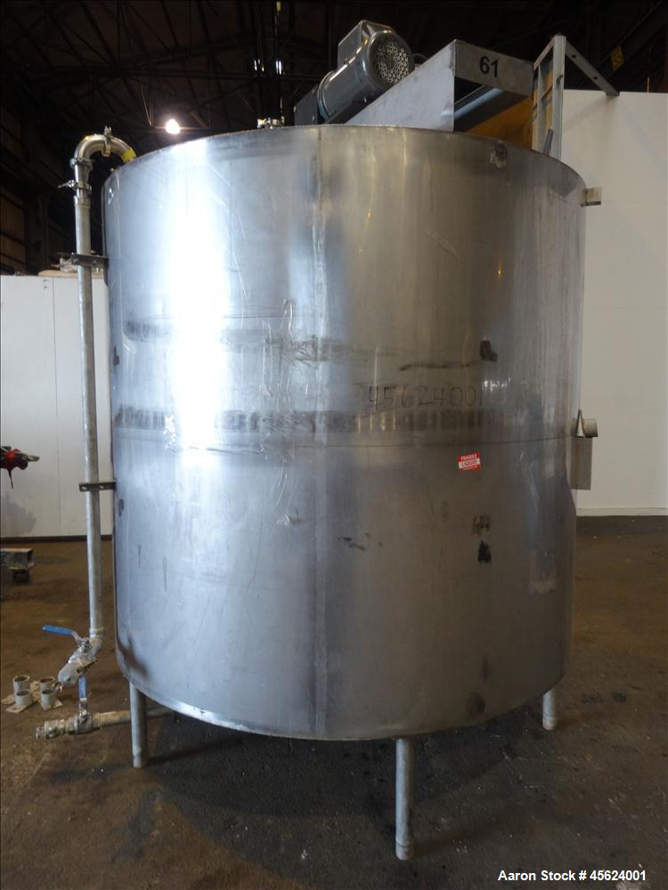1,500 Gallon 304 Stainless Steel Vertical Tank