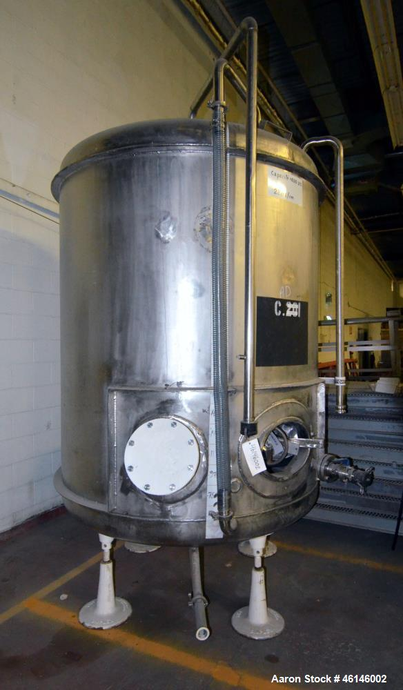 Used- Tank, Approximate 1,100 Gallon, Stainless Steel, Vertical.