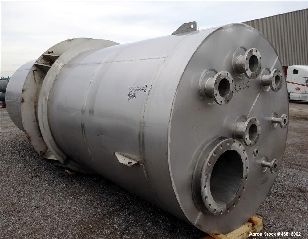 Used- Stainless Steel Tank, Approximately 4,000 Gallon.