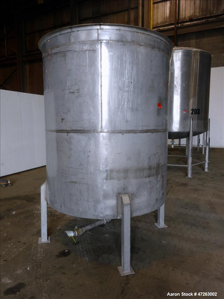 Used- Tank, Approximate 1000 Gallon, 304 Stainless Steel, Vertical.