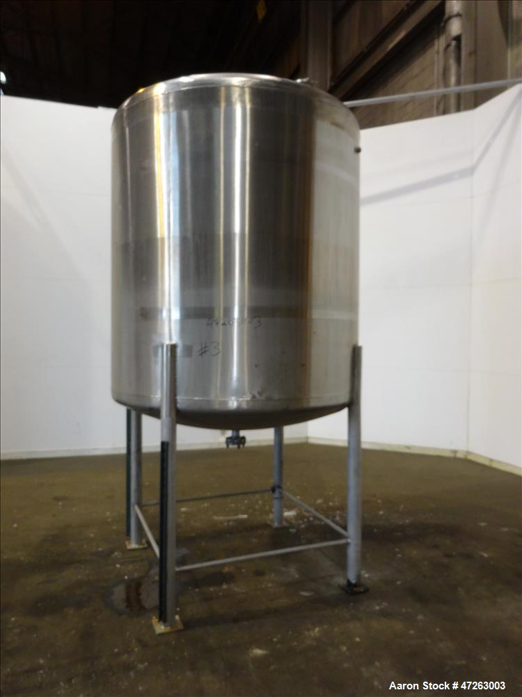 Used- Tank, Approximate 1,000 Gallon, 304 Stainless Steel, Vertical.