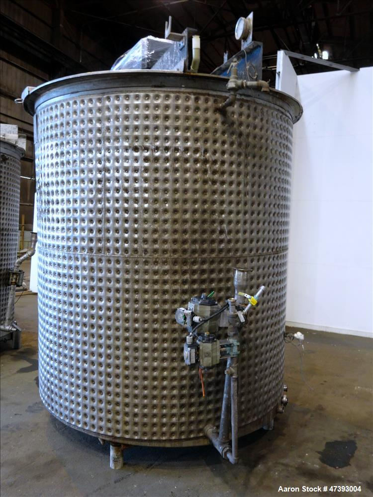 Used- Mixing Tank, Approximate 2,000 Gallon, 304 Stainless Steel, Vertical.