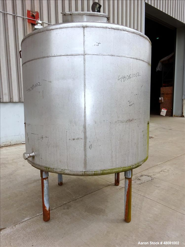 Used- Tank, Approximate 1,100 Gallons, 304 Stainless Steel, Vertical.