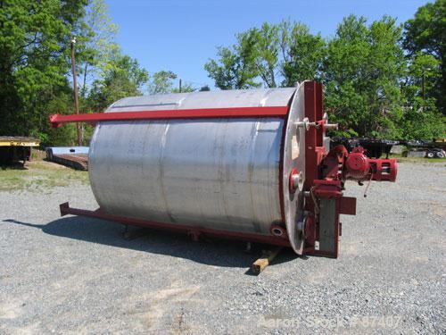 "USED: Tank, 2775 gallon, 316 stainless steel. 7'6"" diameter x 9'6"" straight side, vertical, 4 legs, 2"" center bottom outlet...."