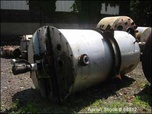 USED:Stainless steel mix tank, 1400 gallon, 5' diameter x 9' straightside. Top entering, 3/4 hp Cleveland mixer with dual ma...