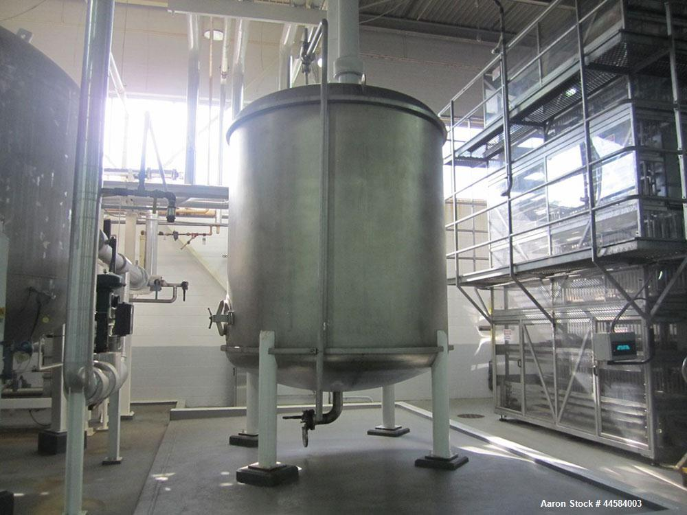 Used-Enerfab Inc Vertical Tank. Approximately 3000 gallons, 304 stainless steel.  Approximately 8 ft diameter X 7 ft 9 in st...