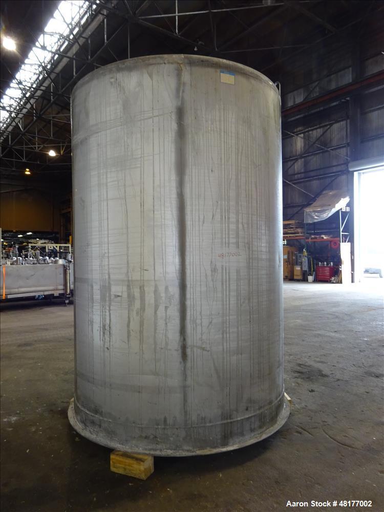 Used- Mueller Tank, Model D, 2700 Gallon, 304 Stainless Steel, Vertical