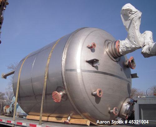 "2,500 Gallon Stainless Steel Mueller Pressure Tank, Model ""F"""