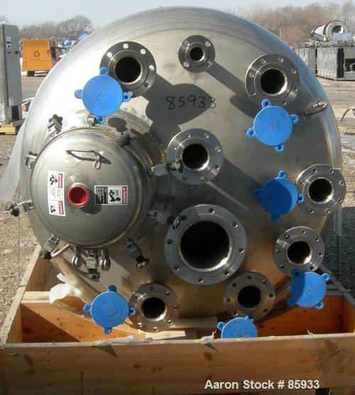 """Unused-UNUSED: Walker 1000 gallon, 316L stainless steel, vertical pressure tank. 60"""" diameter x 87"""" straight side. Dish top ..."""
